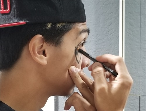 DMNTD doing his own make up