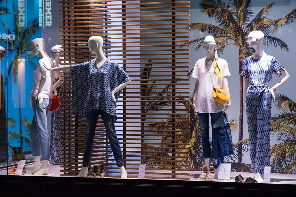 & WMGNA   Window Dressing