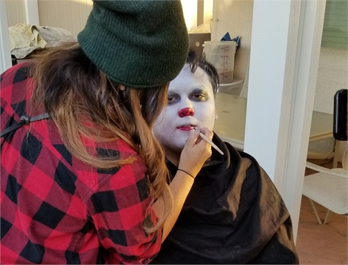 "Eli getting his ""IT"" make up done"