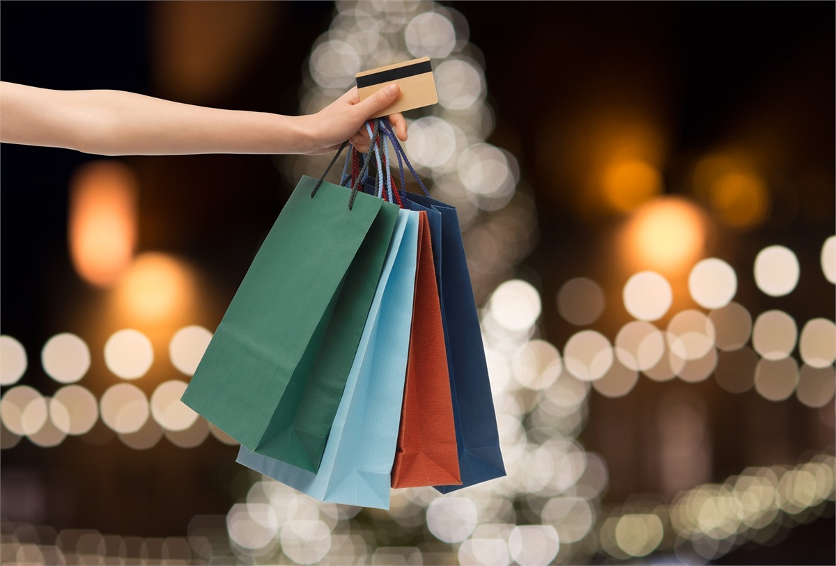 Can You Avoid Overspending and Enjoy the Holidays?