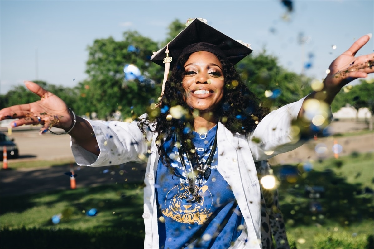 5 Essential Financial Tips for College Grads